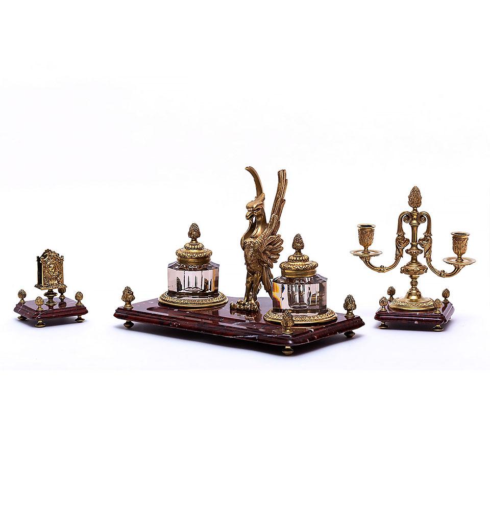 Garnitură de birou stil Empire, din marmură roșie și bronz doré